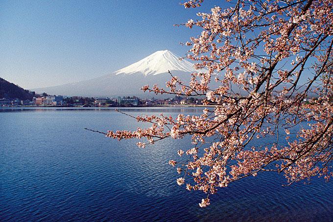 Japan ist eine wunderschöne Destination mit unglaublicher Landschaft: Mount Fuji in Japan