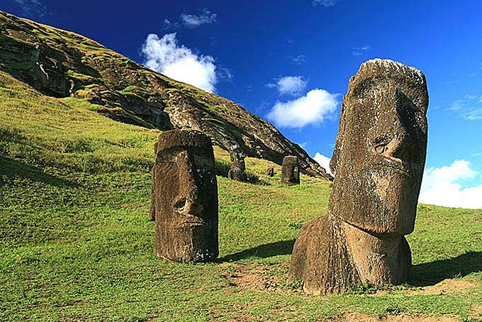Moai (Steinkopf) am Rano Raraku auf der Osterinsel