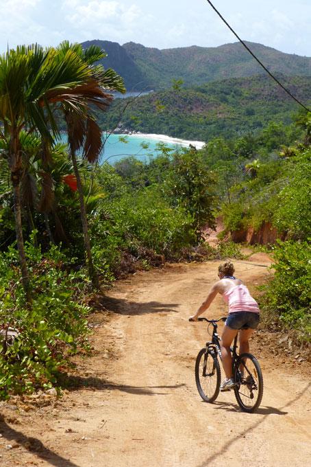 Biketour über die Insel mit Ziel Anse Lazio