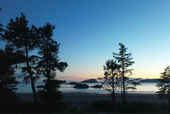 Aussicht vom Hotelzimmer. Früh morgens war der wilde Pazifik ganz ruhig.