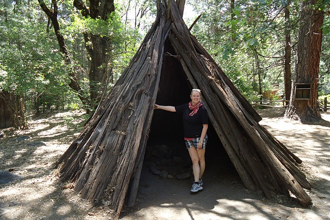 Im nachgebauten Indianerdorf des Yosemite NP