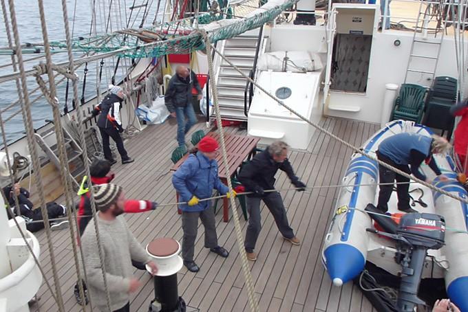 Vorbereitungen zum Segel setzen