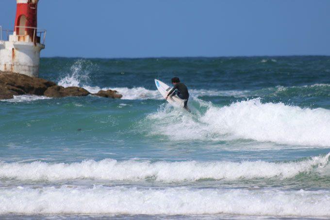 Der Surfspot liegt direkt vor der Surfschule Buena Onda in San Vicente de la Barquera